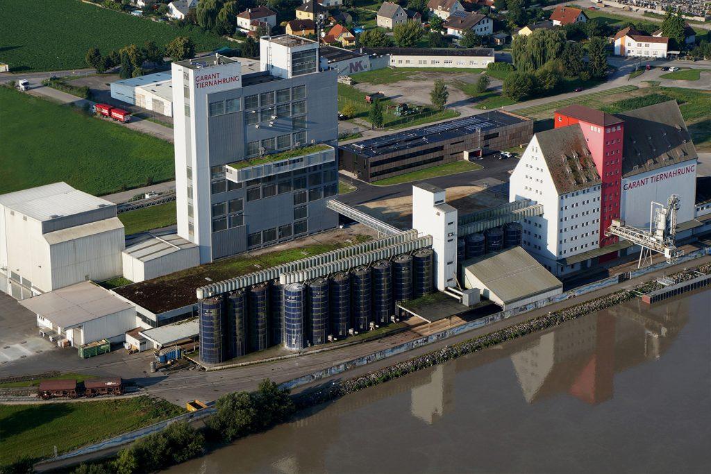 Luftaufnahme vom Garant Futterwerk in Pöchlarn